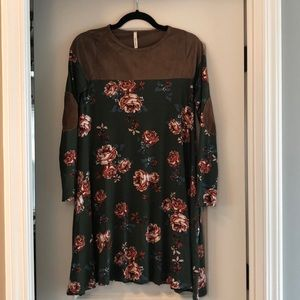 Bellamie Dresses - 🍂New Floral Fall Dress🍂